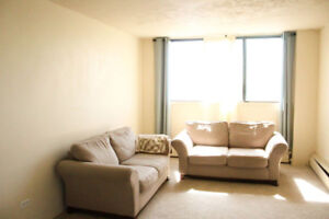 2 Rooms available in 5 1/2 apartment, 390$/month near Mac campus