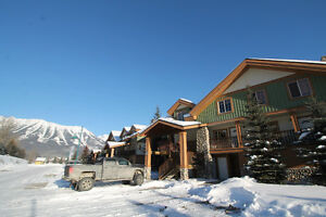 Superb 3 Bedroom Condo close to Ski Hill with Open Plan Living