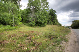 BEAUTIFUL LOT WITH DRILLED WELL ONSITE! Peterborough Peterborough Area image 6