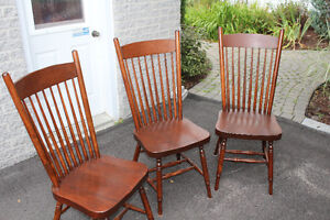 3 BEAUTIFUL WOOD CHAIRS. EXCELLENT CONDITION!! Gatineau Ottawa / Gatineau Area image 1