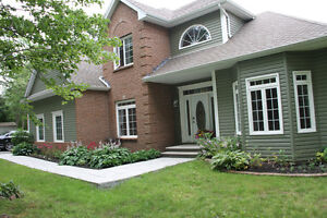 Beautiful Family 5 BDr Home In Fall River, On Lake!