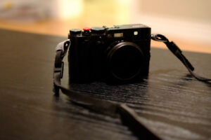 Fuji X100F - mint condition with box and soft shutter