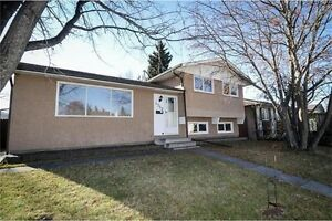 4 LEVEL SPLIT HOUSE WITH DOUBLE GARAGE IN RUNDLE. NE