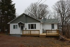 Beautiful  renovated 3 Bedroom Year Round House on Belleisle Bay