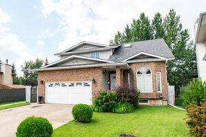 BEAUTIFUL Home RIGHT BESIDE Millwoods Town Centre