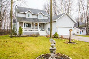 6 Maplewood Parkway, Orillia - BACKING ONTO FORESTED GREENSPACE!