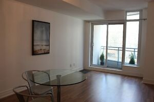 Beautiful 1 bed + separate den $1775 Yorkville