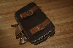 Take flight: good-looking retro suitcase in immaculate condition Kitchener / Waterloo Kitchener Area image 9