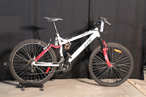 Velo de montagne CCM Blanc / White CCM Mountain Bike