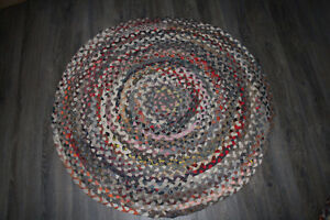 ROUND BRAIDED RUG FROM ETHAN ALLEN - LOOKS NEW