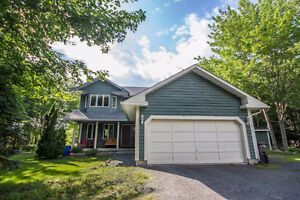 WELCOME HOME! GREAT 2-STOREY HOME ON INCREDIBLE, PRIVATE LOT!