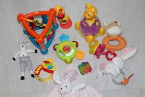 Lot de jouets pour bebe