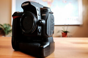 Nikon D90 with MB-D80 Grip with 2 batteries & 8GB SD card