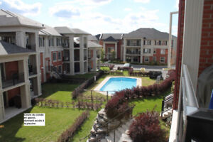 Boucherville - grand condo 4 1/2 - cours  et piscine  - 1er juin