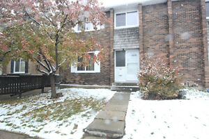 3 bedroom Townhouse blocks from school and downtown St. ALBERT