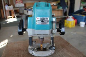 Plunge Router - Makita