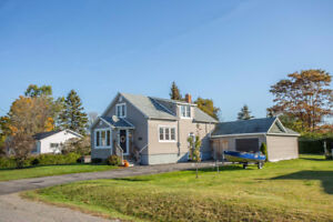 Curb Appeal! 3-4 Bdrm Home on Beautiful lot in Thessalon!