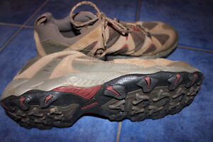 COLUMBIA HIKING SHOES - Almost New! size 14
