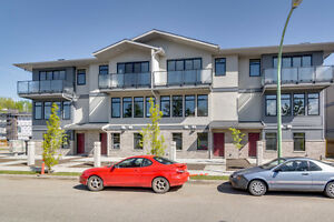 BRAND NEW 3 BED + DEN, 2.5 BATH TOWNHOME IN CAMERON MEWS!!
