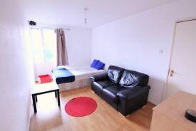 """Good looking "" double room in Clapham Junction"