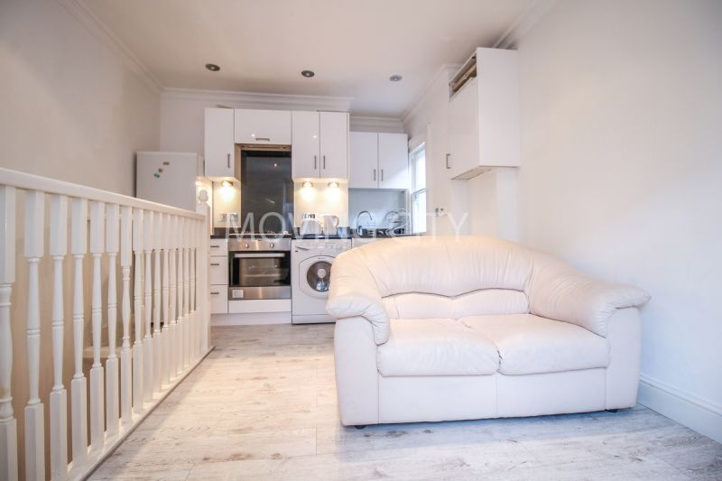 1 bedroom flat in Collingham Place, Earls Court, SW5
