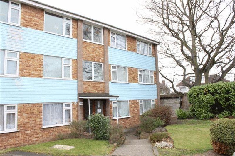 2 bedroom flat in Nicola Close, HARROW WEALD, HA3