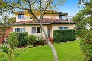 6 bed rooms close to rail station 2kitchens ,3 bathrooms, 1 study Mount Colah Hornsby Area Preview