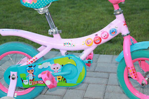 EXCELLENT CONDITION pink girls bike with training wheels