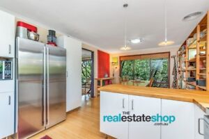 RENOVATED FREESTANDING TOWNHOUSE