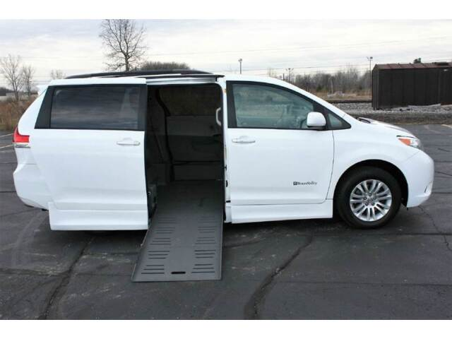 Image 1 of Toyota: Sienna 5dr 7-Pass…