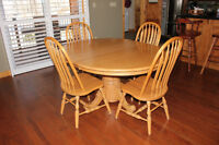Solid Amish Oak Table, Chairs and 3 door Hutch