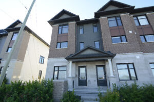 Beautiful end-unit townhouse in Arcadia, Kanata (Avail Sept. 1)