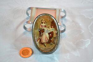Antique/Antiquité :    Boîte de métal Yardley's 1913