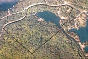 Lac privé / terrain BORD DE L'EAU pour chalet et/ou maison