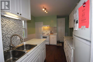 Recently Renovated Flat 2512 Oxford St Available Aug 21