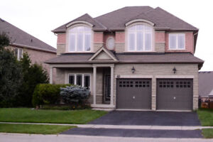 LUXURY 4 BEDROOM, 3 BEDROOM HOME ONLY A MINUTE TO THE 403
