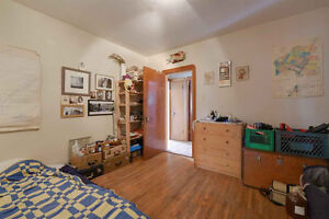 Garneau Bungalow, Walking distance to UoA, hospital, and Whyte