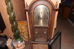 Lot d'horloges antiques en inventaire et meli melo