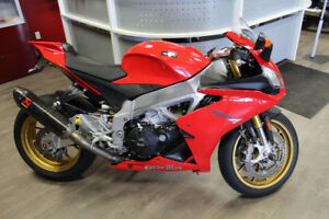 2014 Aprilia rsv4 $REDUCED!!!! LOw kms $3000 in upgrades