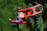 Tricycle fisher-price pour rouler ou basculer