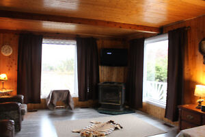 cottage/house over looking lake  905 358-7446