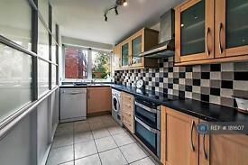 2 bedroom flat in New Wanstead, London, E11 (2 bed)