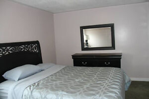 Furnised room for rent 3mn walk to LambtonCollege available Sep1