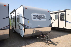 CLEARANCE PRICED! BRAND NEW LIGHT WEIGHT TRAVEL TRAILER!!