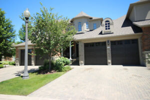3 Bedroom Executive Townhouse in Gated Community in Aurora
