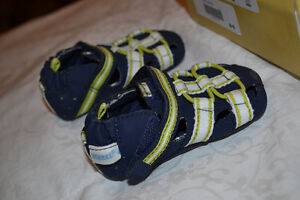 Robeez boys 3-6 months navy and lime green sandal/shoes Peterborough Peterborough Area image 2
