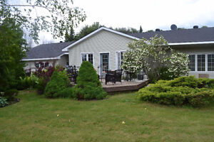 BEAUTIFUL OPEN CONCEPT BUNGALOW IN COTTAGE COUNTRY