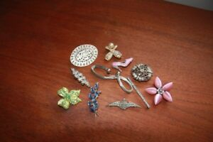 11 ASSORTED  VINATGE RHINESTONE AND SILVER AND MORE BROOCHES
