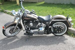 Heritage Classic softail two tone dusty gold and black