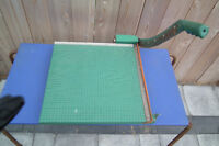 1960S PAPER CUTTER IN MINT CONDITION